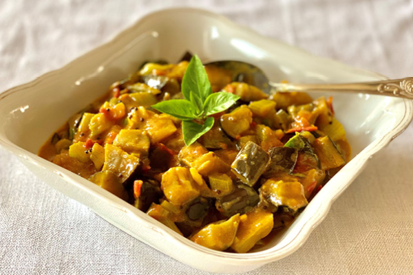 Aubergine, celery and coconut curry