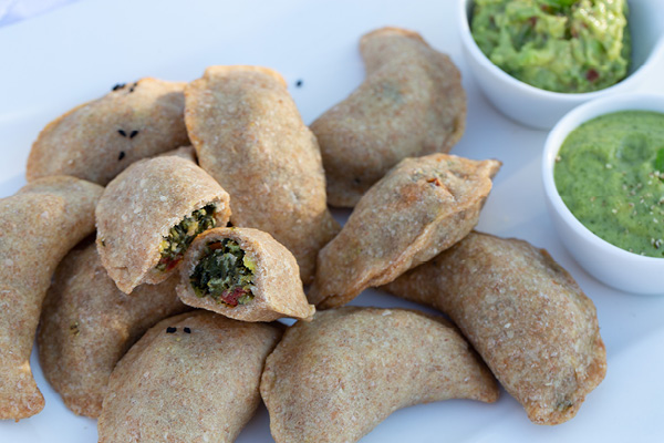 Spinatsamosas mit Guacamole und Minzchutney
